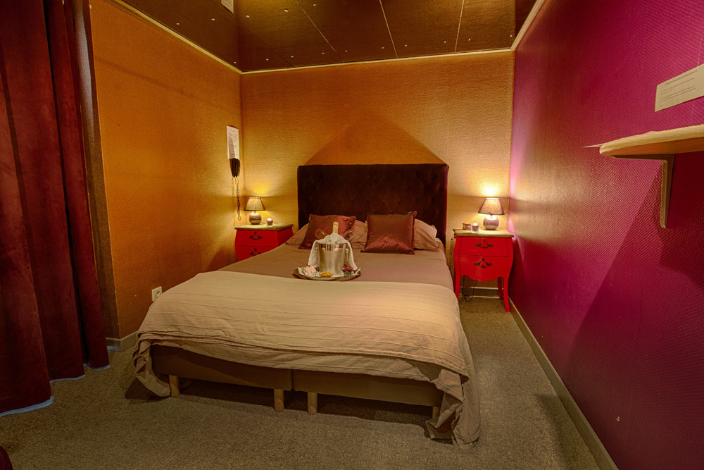 chambre miroir. Black Bedroom Furniture Sets. Home Design Ideas